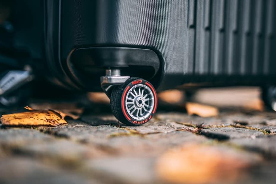 ¿Te imaginas una maleta que no haga ruido al rodar?: Pirelli tiene la solución…