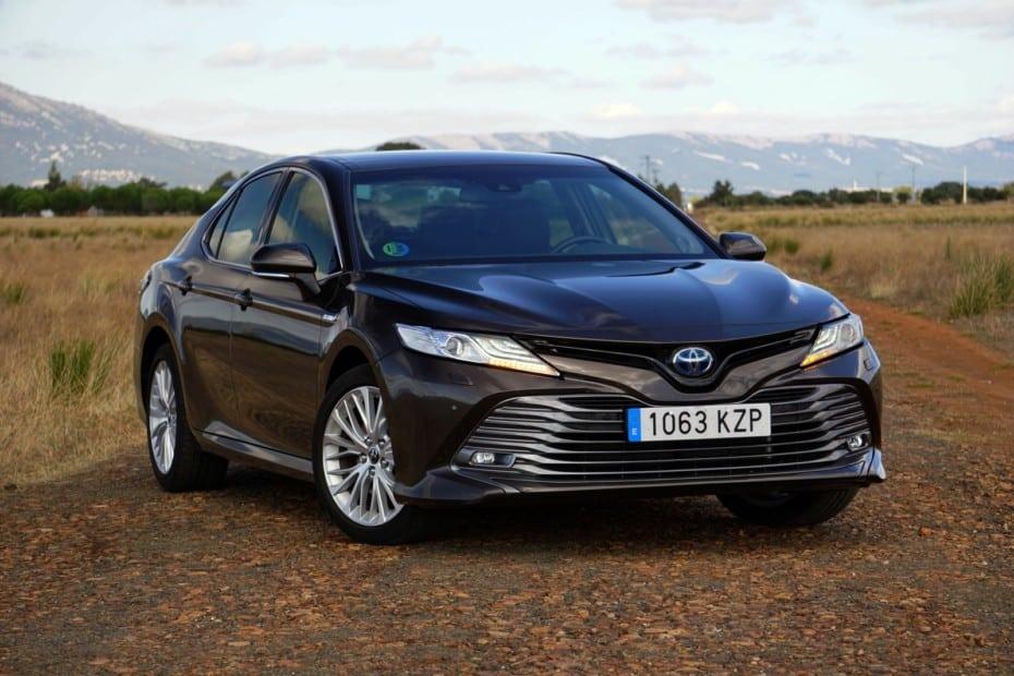 Prueba Toyota Camry 2.5 HSD 218 CV Luxury: Gran eficiencia para una de las mejores berlinas medias