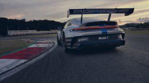 Así es el nuevo Porsche 911 GT3 Cup: corre y gasta como un demonio, pero admite combustible sintético