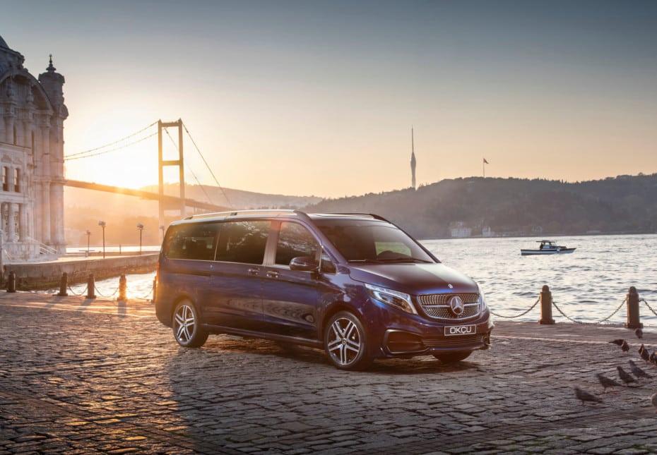El lujo llega al Mercedes-Benz Clase V: cafetera Nespresso, nevera, televisión, asientos con masaje…