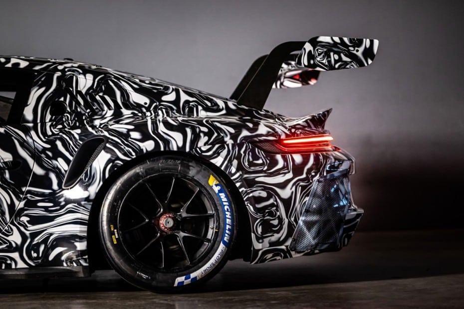 El nuevo Porsche 911 GT3 Cup da sus últimas vueltas camuflado: lo conoceremos el 12 de Diciembre