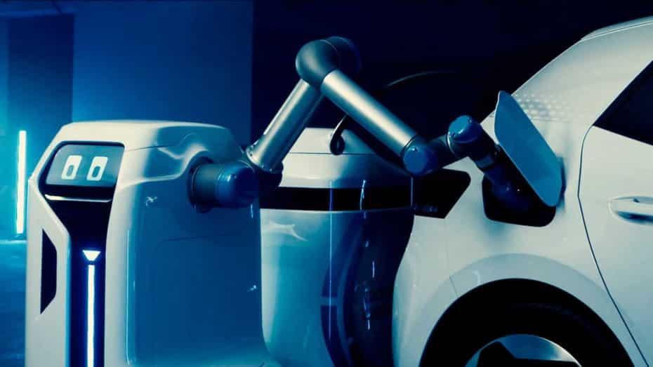Así trabaja el robot de Volkswagen que recarga coches eléctricos: cada vez más cerca de la producción