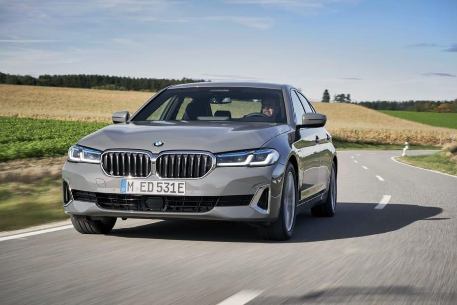 Arranca la comercialización de los BMW 320e y 520e en España: Caros pero con etiqueta CERO