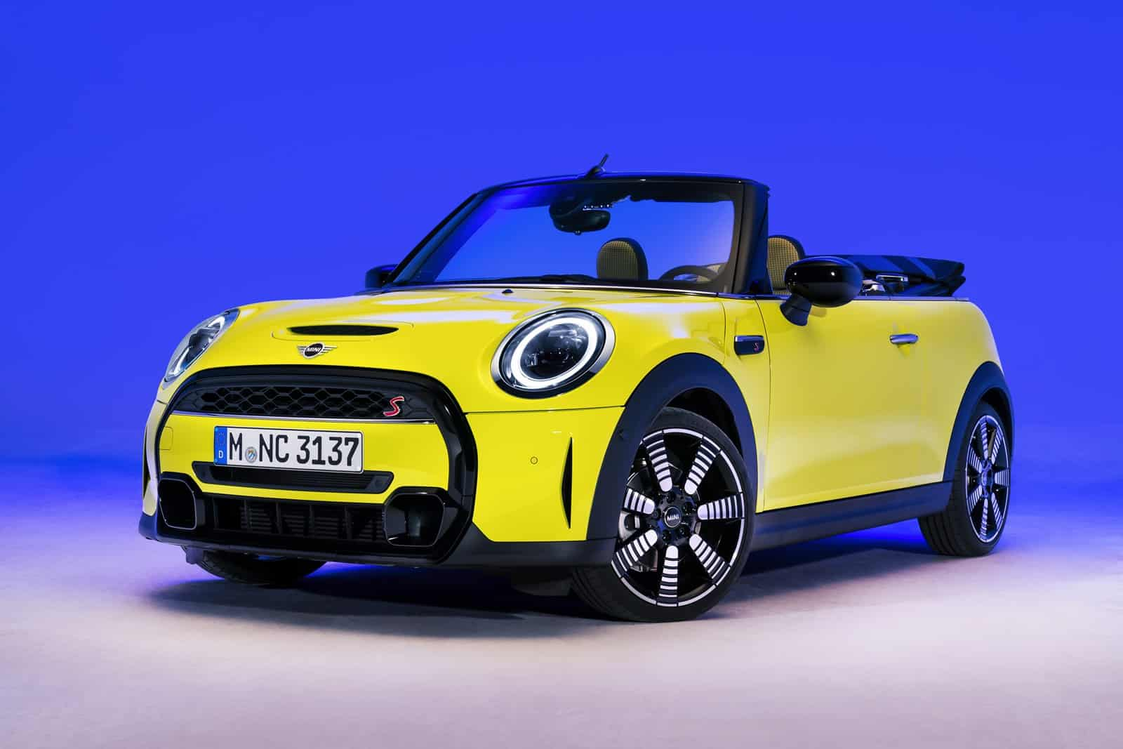 More technology and appeal for the 3p, 5p and Cabrio
