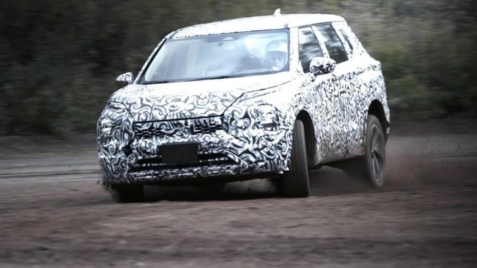 El nuevo Mitsubishi Outlander se deja ver haciendo trabajo duro