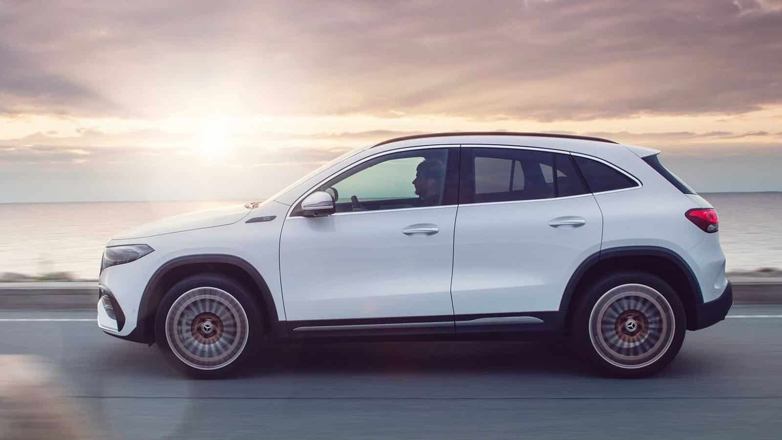 Dinámica Mercedes-Benz EQA 300 y 350