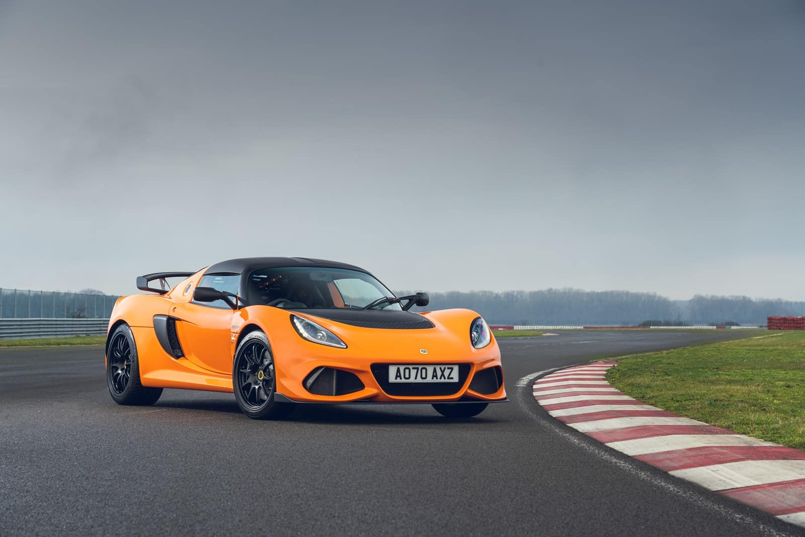 This is the Lotus Elise and Exige Final Edition: the final point