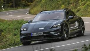 El Porsche Taycan Cross Turismo se deja ver en acción: esto es lo que sabemos del eléctrico