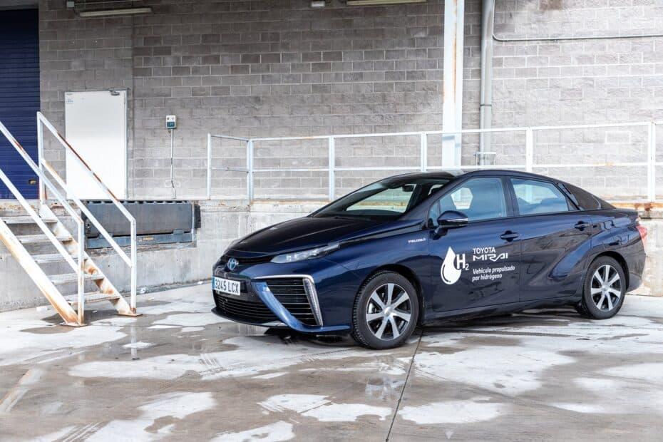 Nos ponemos al volante del Toyota Mirai: ¿Es el hidrógeno el combustible del futuro?
