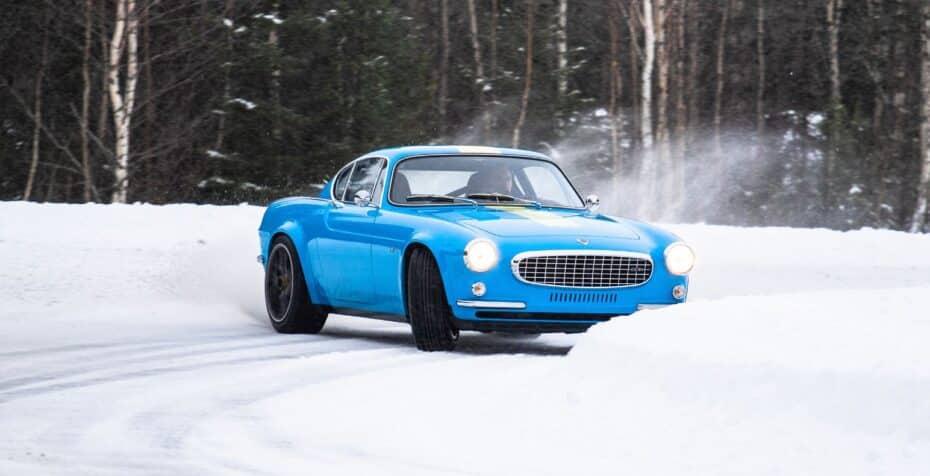 Volvo P1800 Cyan: menos de 1000 kg, diseño de los sesenta, 420 CV y mucha nieve