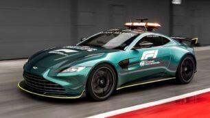 El Aston Martin Vantage se erige como Safety Car en la F1 este 2021: Le acompañará el DBX