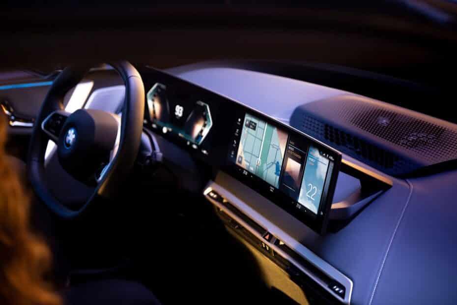 Así es el BMW Operating System 8: con el MBUX de Mercedes en el punto de mira