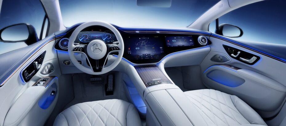 Así son el interior del Mercedes-Benz EQS y su avanzado conjunto de enormes pantallas