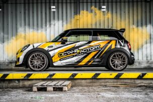 Llantas forjadas, asientos Recaro, suspensión 'coilover'... Un MINI Cooper SE con esencia JCW GP