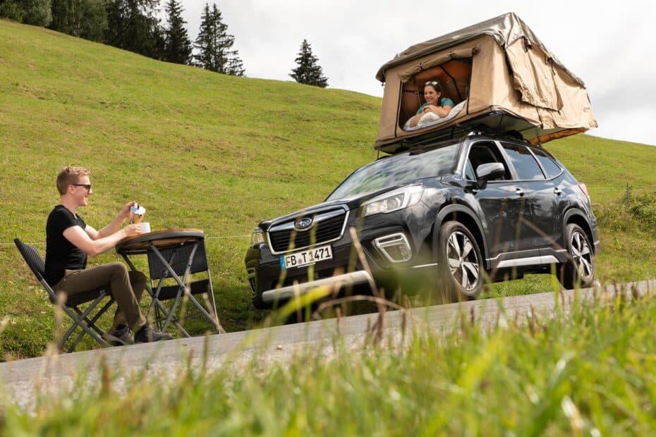 Acampar y dormir en tu Subaru ya es posible, atento a la tienda de campaña de techo