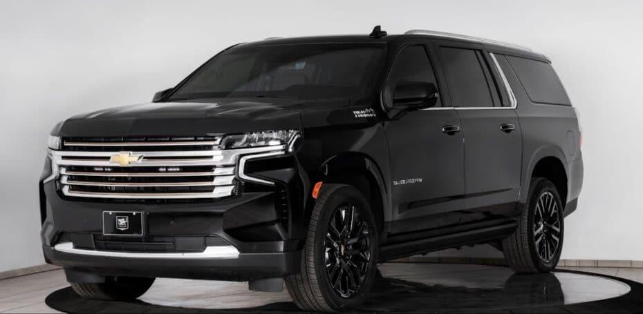 Este Chevrolet Suburban es una auténtica habitación del pánico sobre ruedas