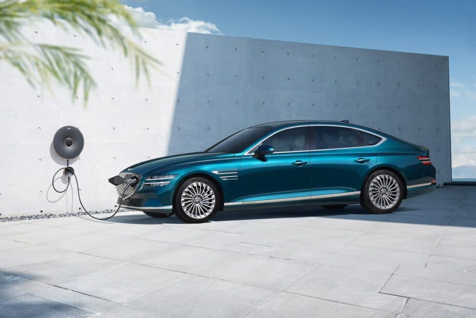 Genesis G80 Electrified: paneles solares y 500 km de autonomía
