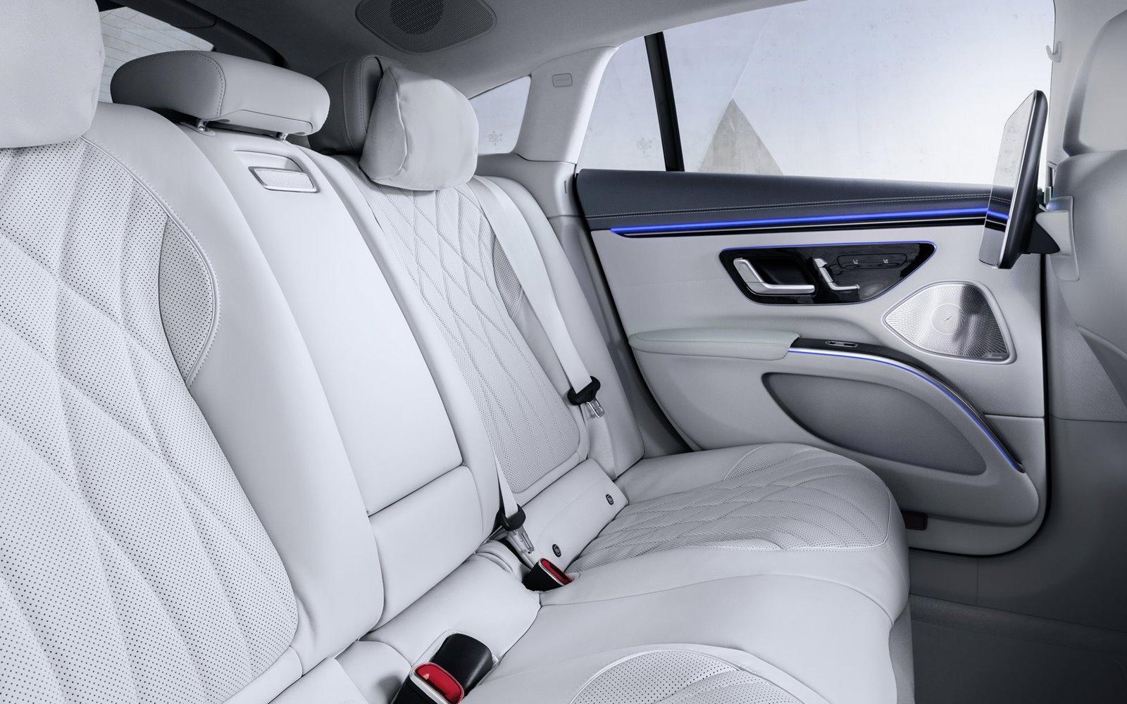 Mercedes EQS interior blanco plazas traseras