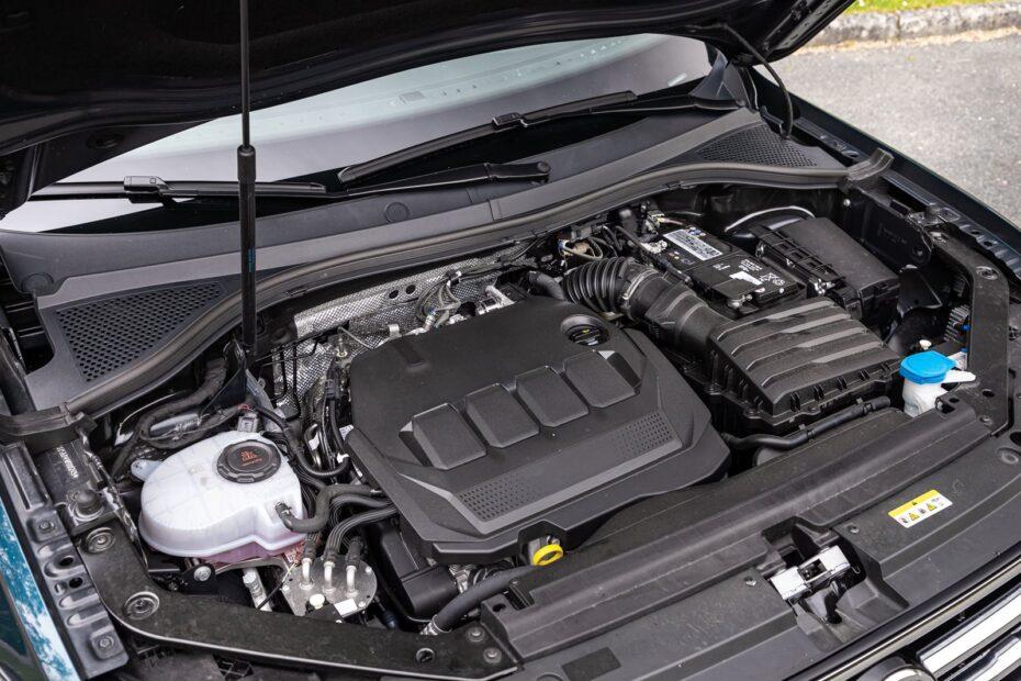 Cómo limpiar el motor de un coche: pasos para no dañar componentes