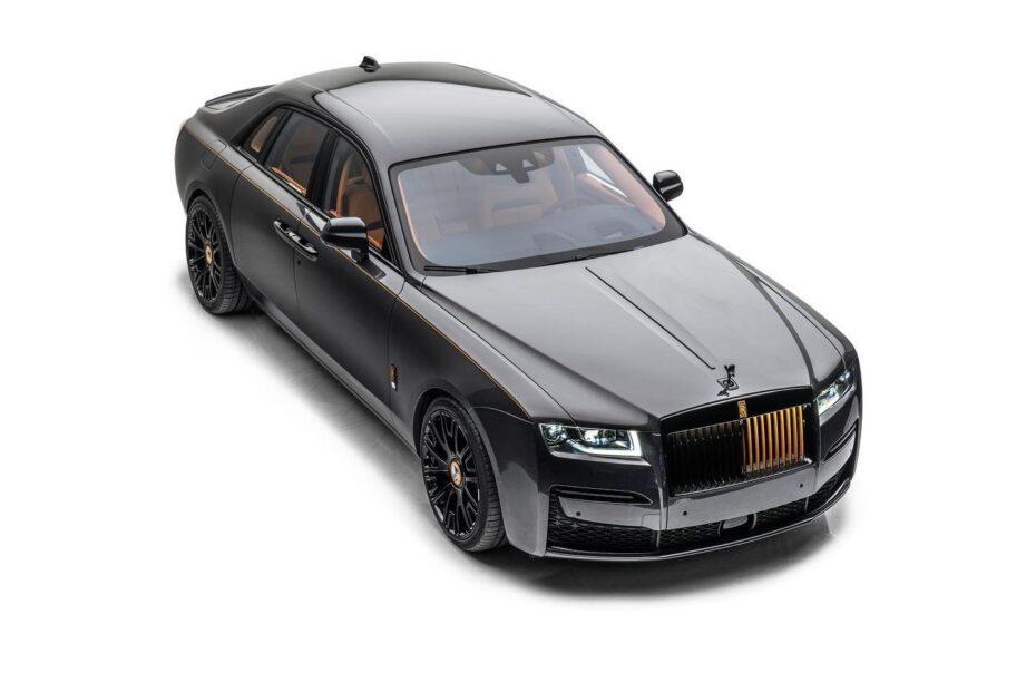 Mansory se atreve con el Rolls-Royce Ghost: Aspecto siniestro a base de fibra y detalles dorados