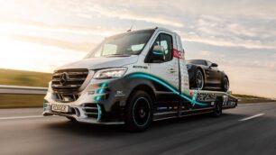 Sprinter Petronas Edition: si se te estropea el coche, soñarás con que esta grúa lo recoja