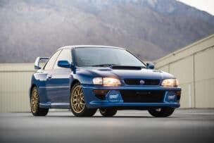 Precio de derribo para este Subaru Impreza 22B STi: un 'rara avis' muy cotizado