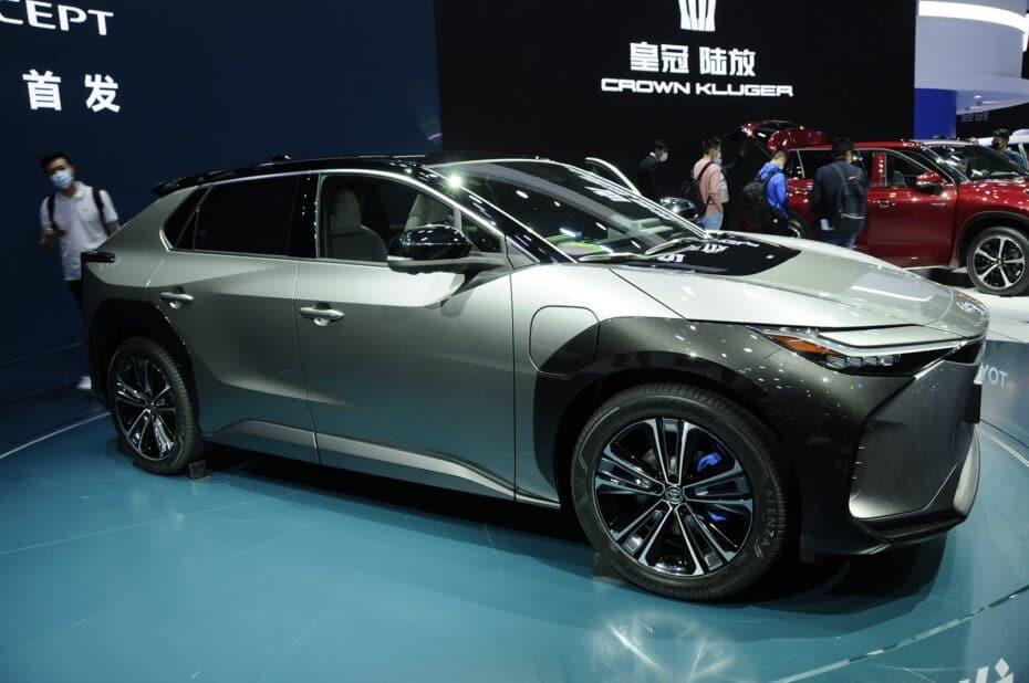 El Toyota bZ4X Concept se deja ver al natural: la estrategia eléctrica de Toyota es imponente
