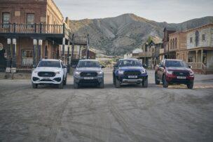 El Ford Ranger Raptor Special Edition 2021 posa junto a otras versiones de la gama