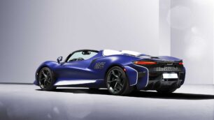 El parabrisas del McLaren Elva solo suma 20 kg adicionales