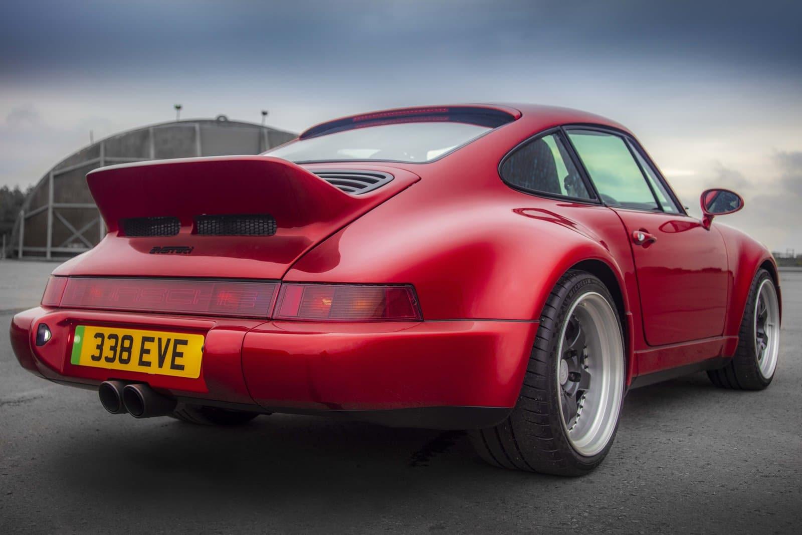 Porsche 911 eléctrico rojo