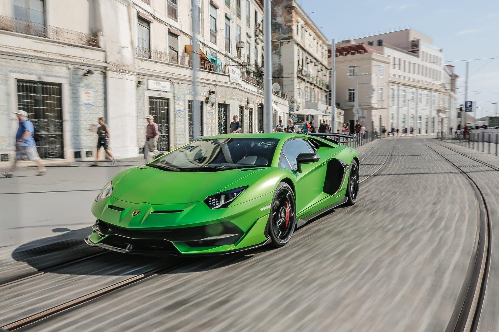 Aventador con motor V12 de Lamborghini
