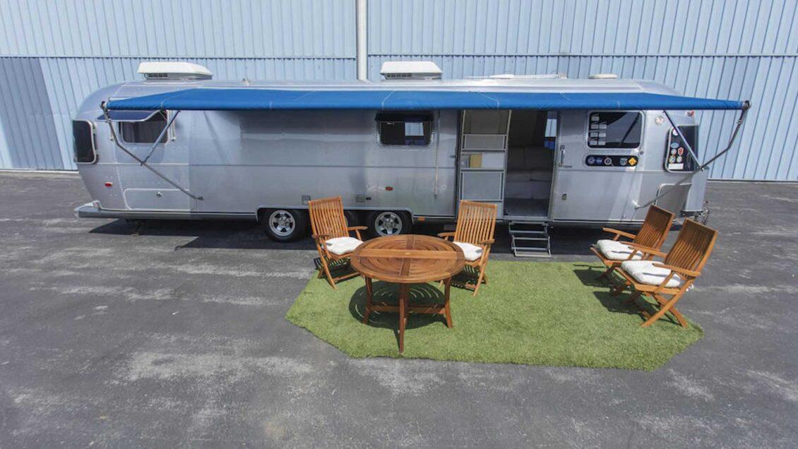 ¿Buscas una caravana única? Ahora puedes comprar el Airstream de Tom Hanks