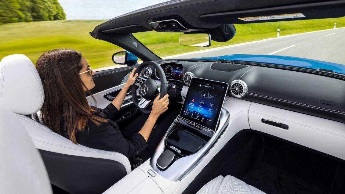 Ya conocemos el interior del Mercedes-AMG SL 2022: protagonismo para las pantallas