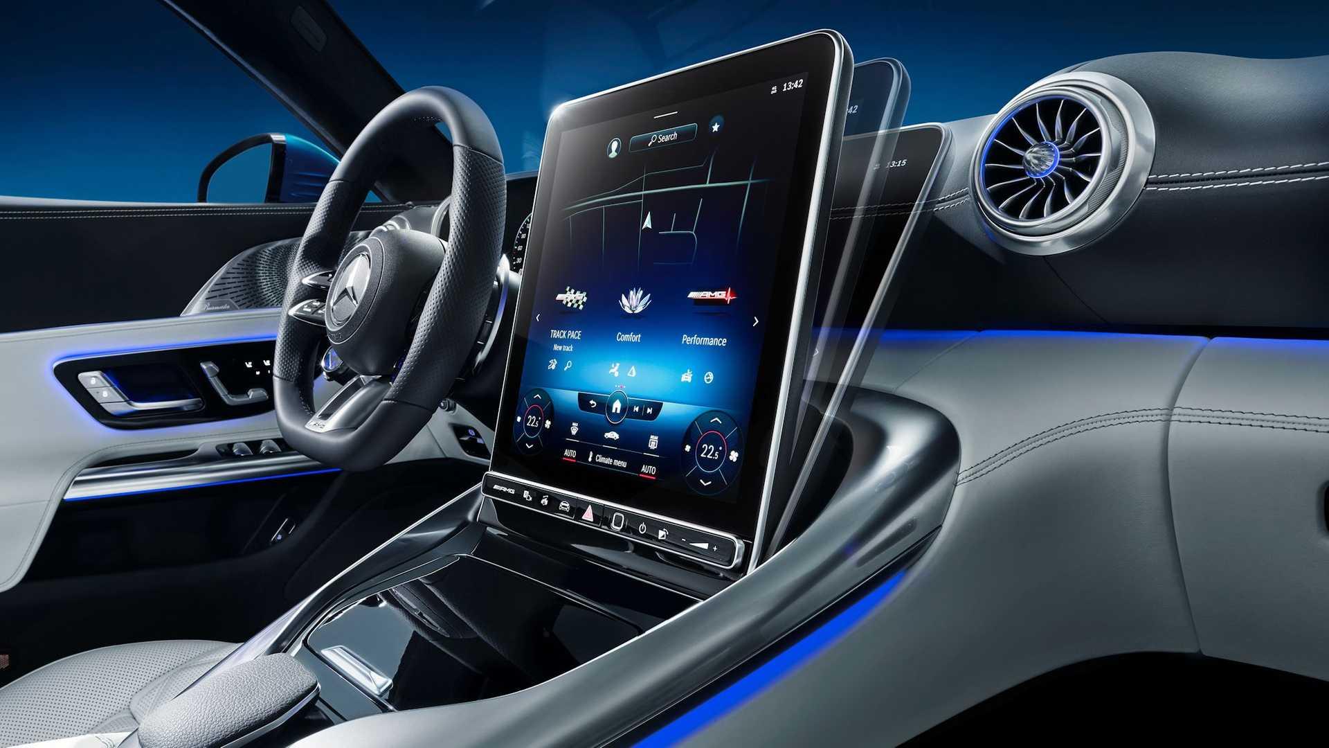 Las pantallas son las protagonistas en el interior del Mercedes-AMG SL 2022