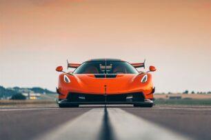 Así luce el primer Koenigsegg Jesko,1600 CV camuflados bajo un color naranja en homenaje al CCR original