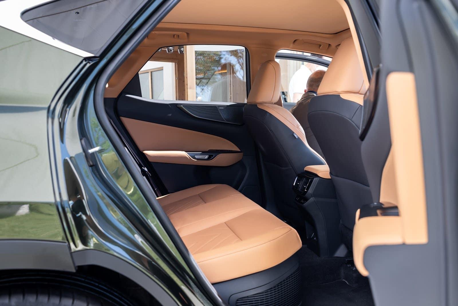 Las plazas traseras del Lexus NX 2021 son más amplias