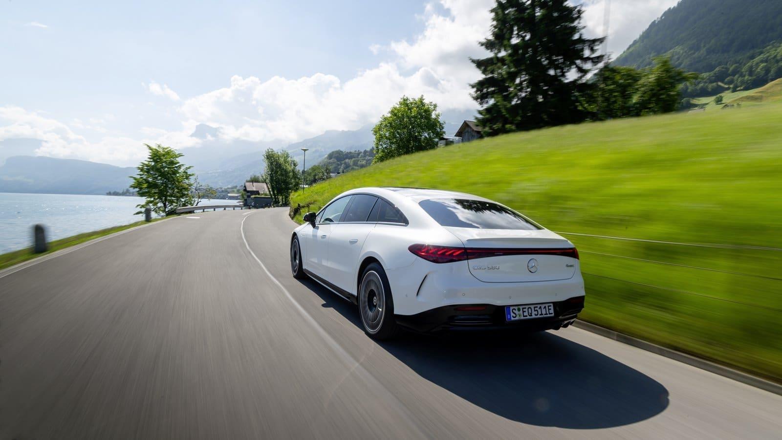 Mercedes EQS blanco