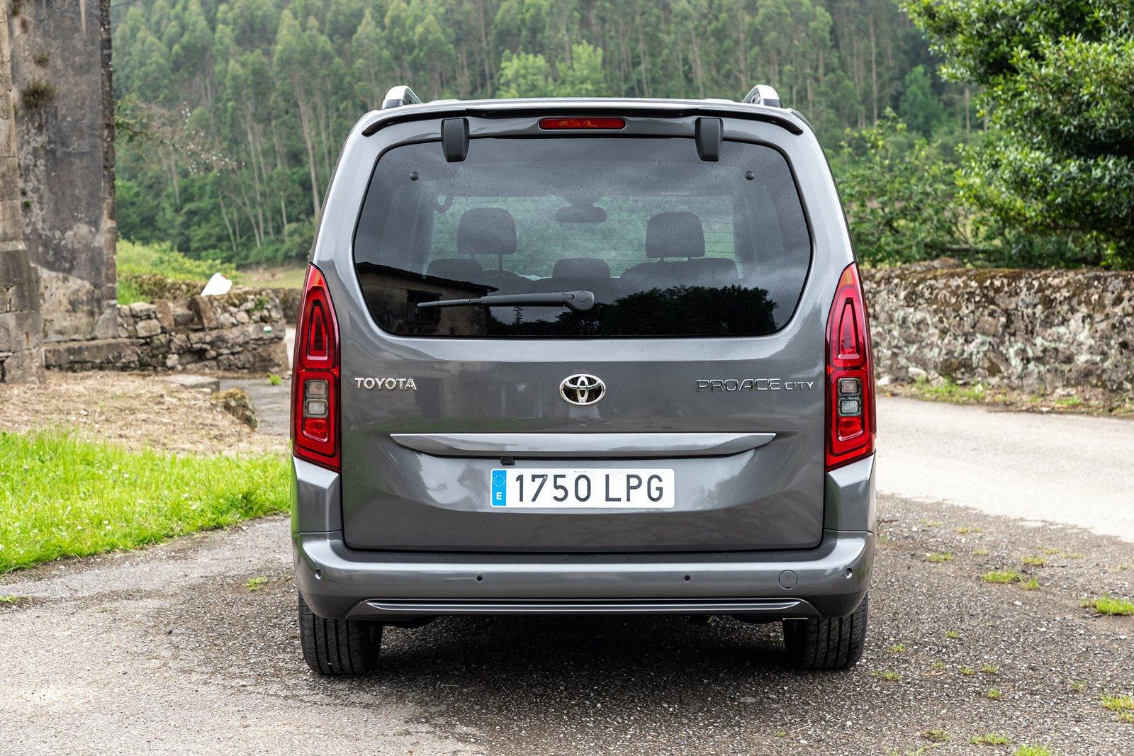 Zaga Toyota Proace City Verso Family L2