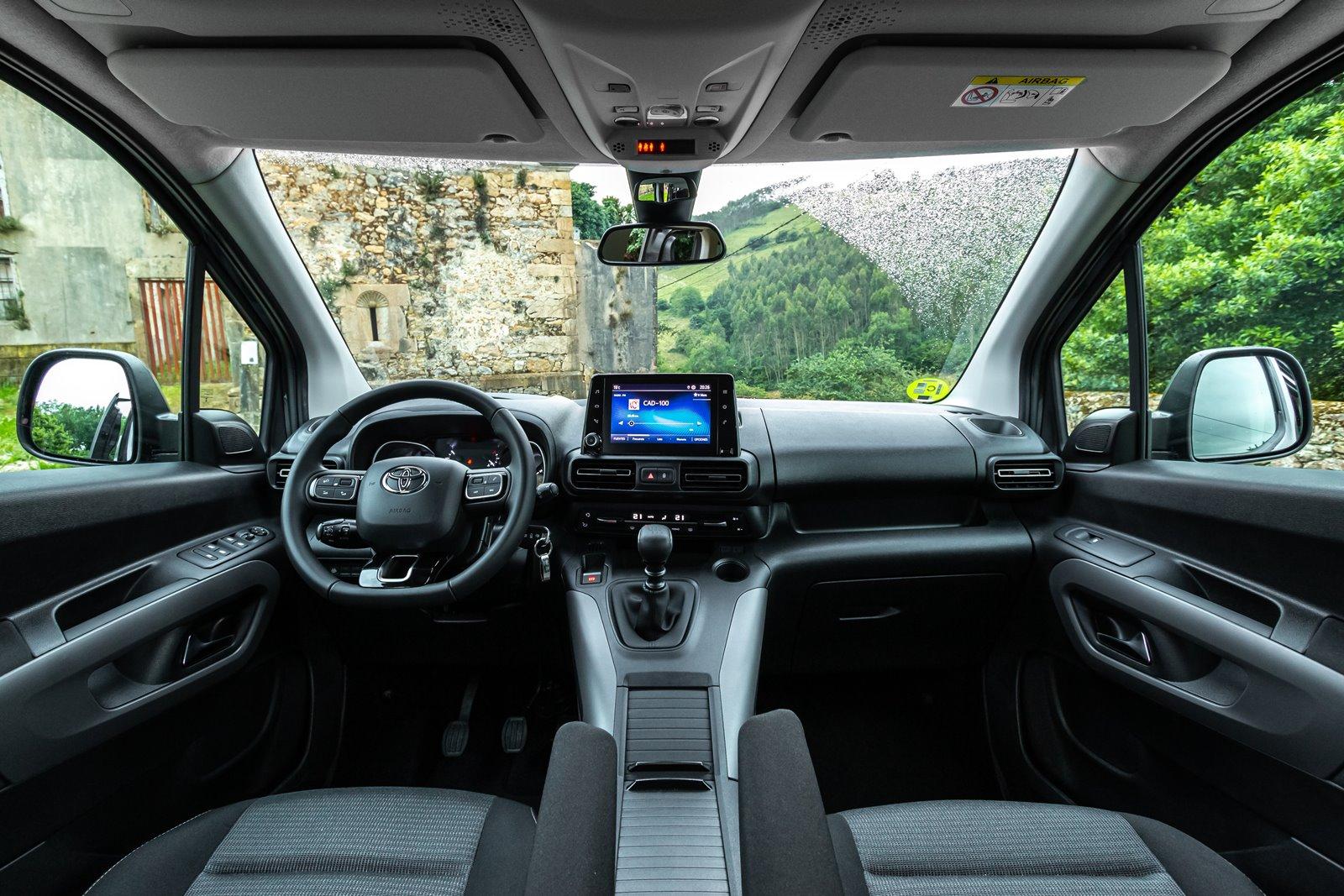 Interior Toyota Proace City Verso Family L2
