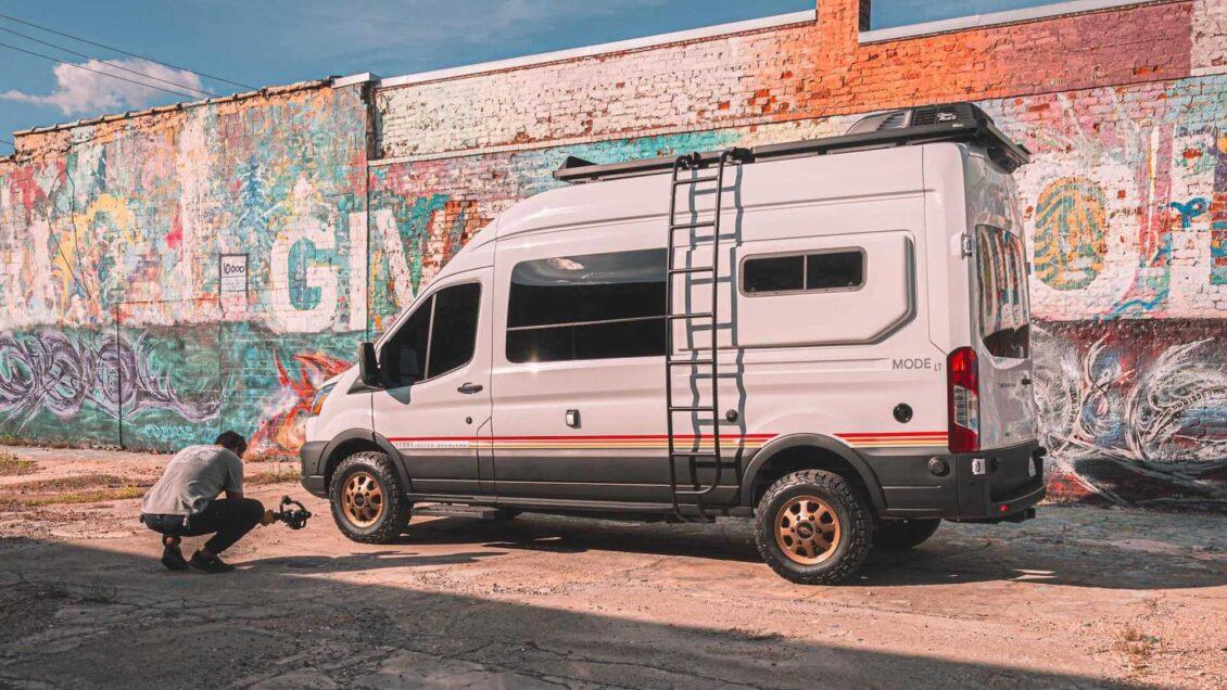 La última camper de Storyteller Overland para huir de la ciudad te va a convencer