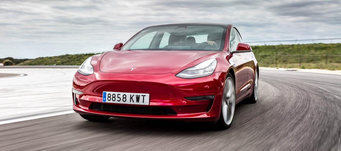 El Tesla Model 3 domina las ventas de eléctricos; el Dacia Spring fue segundo