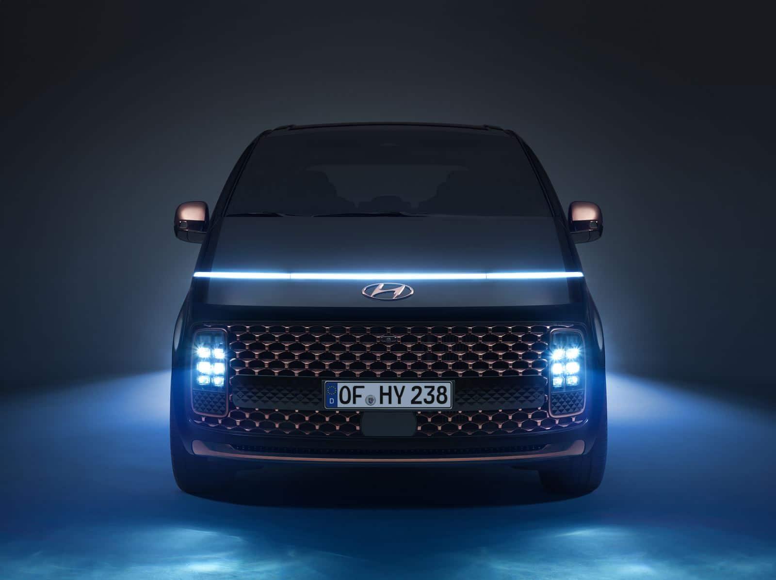 Hyundai STARIA frontal