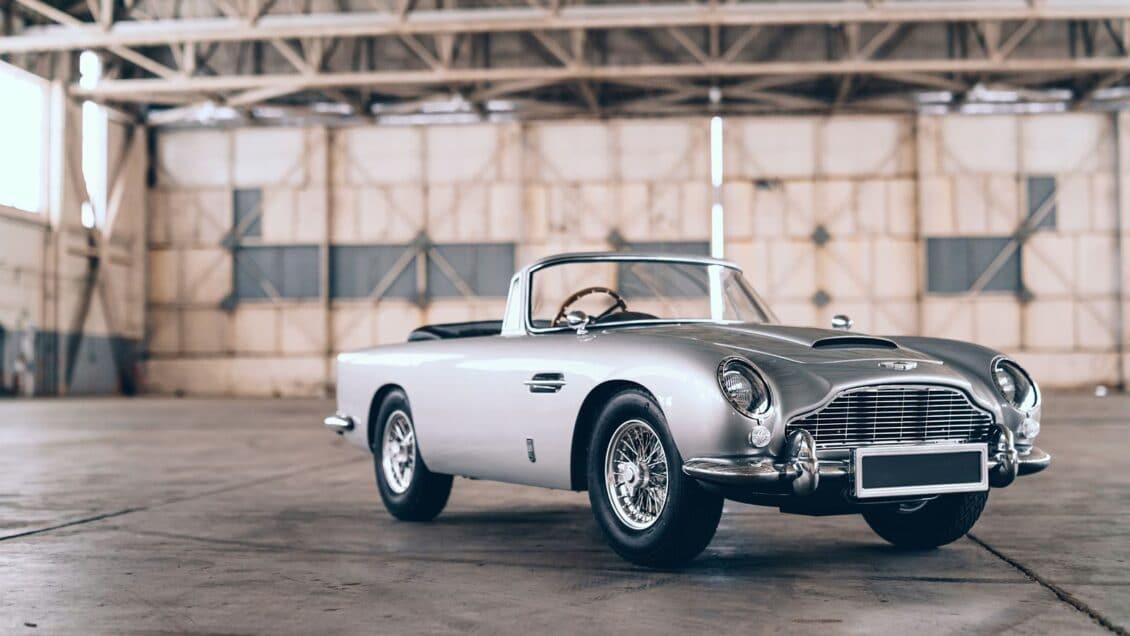 Este Aston Martin DB5 Junior es un juguete para niños pero cuesta lo mismo que un Porsche Panamera