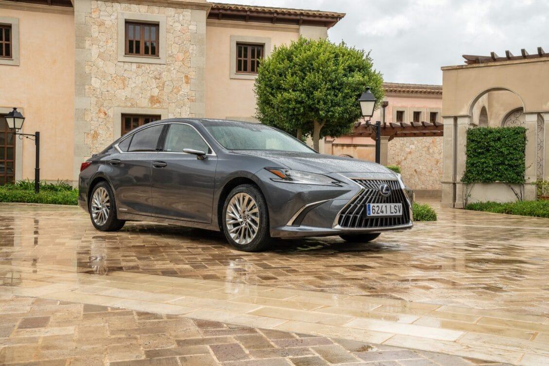 Primera prueba Lexus ES300h MY22: Discreta pero efectiva evolución