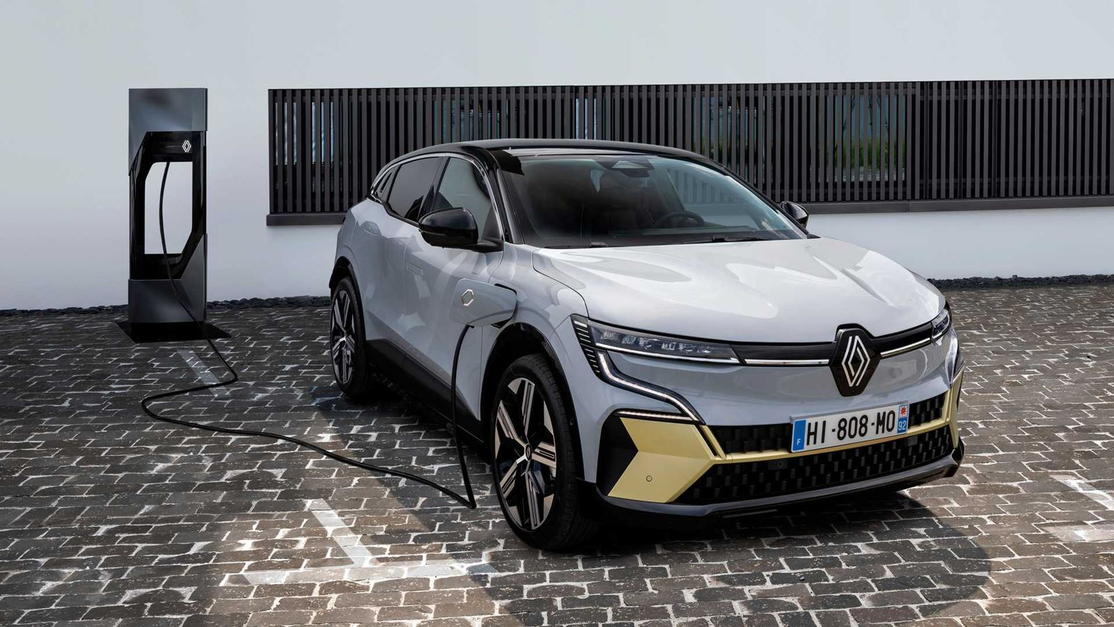 Renault Mégane E-TECH cargando