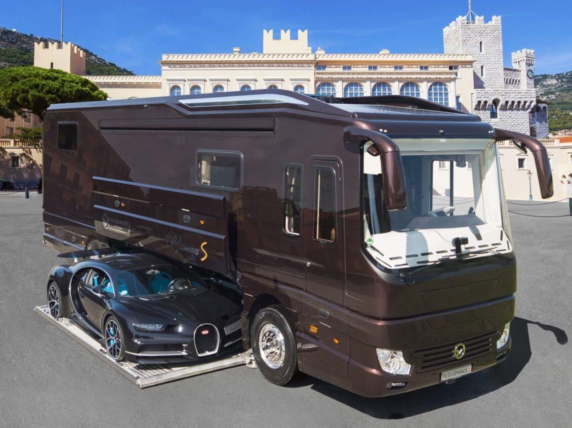 Esta autocaravana es tan lujosa que en su interior esconde un Bugatti Chiron