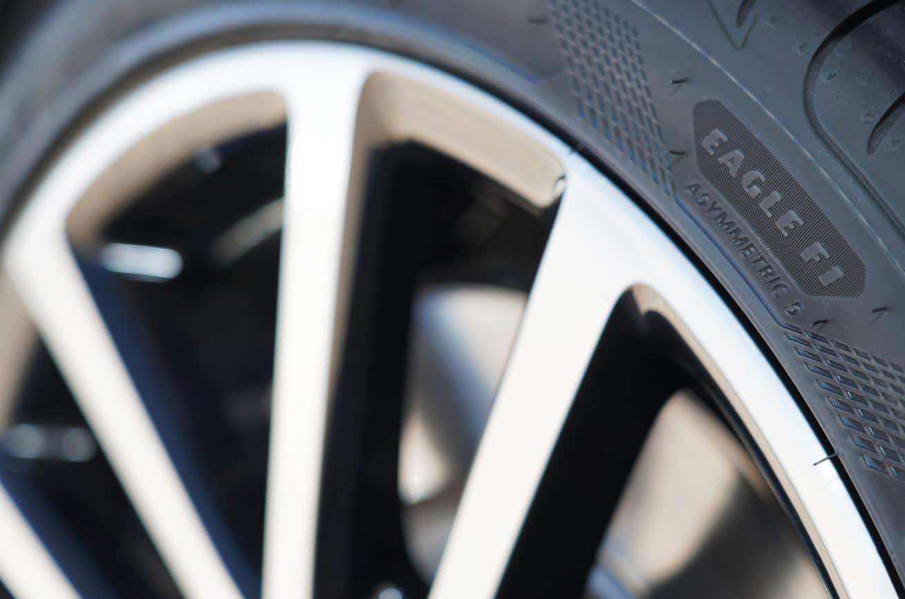 limpiar los neumáticos