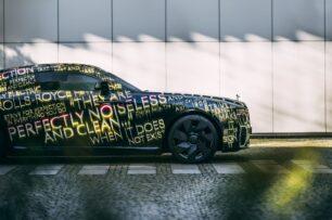 Así de sugerente se muestra el primer Rolls-Royce eléctrico: llega antes de lo que pensabas