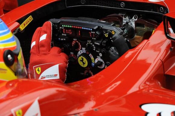 Alonso renueva con Ferrari hasta 2016