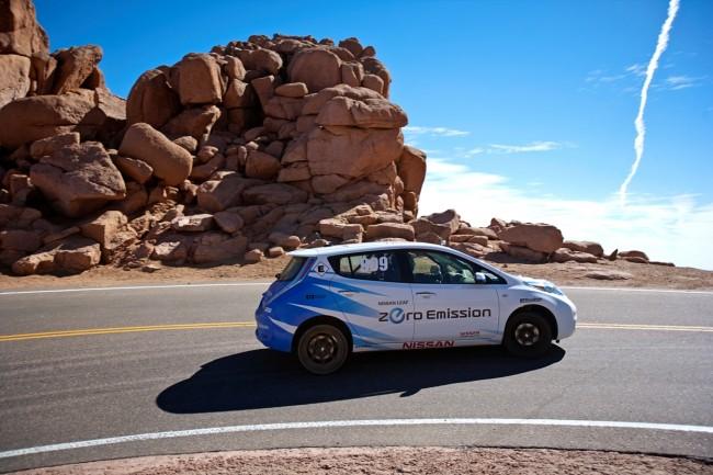 Un eléctrico gana la subida al Pikes Peak: Nissan Leaf